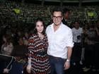 Alexandre Nero é saudado pelo público em show de Roberto Carlos