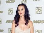 Alça do vestido de Katy Perry escorrega e ela quase mostra demais