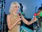 Presente do Rei: Antônia Fontenelle ganha flor de Roberto Carlos