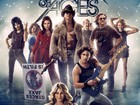 Tom Cruise mostra abdômen sarado em pôster do filme 'Rock of Ages'