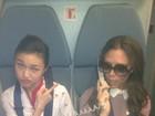 Victoria Beckham brinca com aeromoça em foto no Twitter