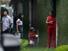 Fernanda Lima se veste de Mulher-Maravilha no aniversário dos filhos