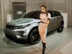 Victoria Beckham posta foto ao lado de carro criado em sua homenagem