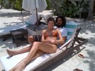 Isabeli Fontana posta foto em praia com o noivo