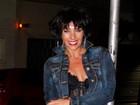 Adriane Galisteu posa caracterizada como prostituta