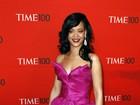 Rihanna usa vestido de gosto duvidoso em baile de gala em Nova York