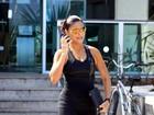 Juliana Paes é fotografada saindo de academia no Rio