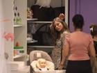 Grávida, Grazi Massafera vai a loja de decoração infantil no Rio