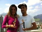 MC Créu dá boneca personalizada para ex-BBB Laisa