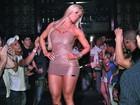 De vestido curtinho, Aryane Steinkopf causa tumulto em Porto Velho