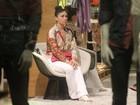 Giovanna Antonelli circula com pé enfaixado por shopping do Rio
