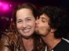 Claudia Jimenez ganha beijo de Jesus Luz em baile funk no Rio