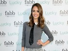 Jessica Alba prestigia evento de moda nos Estados Unidos