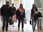 Nada light! Mulher Fil exibe quilinhos a mais em aeroporto carioca