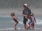 Jennifer Garner curte dia à beira-mar com a família