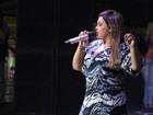 Com joelheira customizada com pedras, Preta Gil faz show no Rio