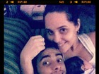 Perlla posta foto com marido e filha: 'Sessão cinema com a família'