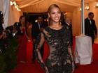 Quatro meses após ser mãe, Beyoncé exibe corpão em evento