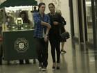 Mariana Rios e Di Ferrero passeiam juntinhos em shopping no Rio