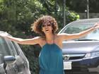 Halle Berry se estressa com paparazzi em Los Angeles