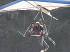 Mário Frias voa de asa-delta no Rio