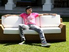 Depois de confusão em MG, Latino lança nova música na internet