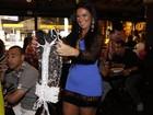 Solange Gomes ganha lingerie de presente: 'Me sinto mais madura'