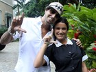 Ex-BBB Laisa grava clipe de Latino vestida de empregada