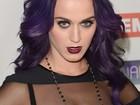 Katy Perry usa look gótico para receber prêmio nos Estados Unidos