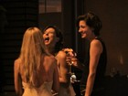 Maria Paula se diverte com amigos na noite carioca