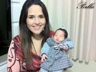 Com a filha no colo, Perlla deseja um feliz Dia das Mães aos fãs