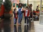 Ana Lima leva os filhos ao cinema, no Rio