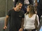 Sophie Charlotte e Malvino Salvador passeiam em shopping
