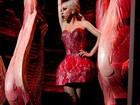 Lady Gaga volta a usar modelito inspirado no vestido de carne