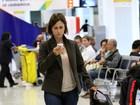 Sem maquiagem, Guilhermina Guinle passa por aeroporto