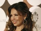 Thalia usa vestido decotado em festa dos 50 mais belos em Nova York