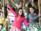 Rosanne Mulholland e outros atores de 'Carrossel' gravam clipe em parque