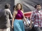 Jennifer Lopez usa vestido igual ao de Rosario Dawson em gravação