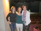 Júlia Lemmertz e Deborah Evelyn vão ao teatro no Rio