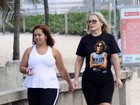 Vera Fischer usa camiseta com estampa do John Lennon