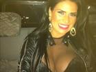 Decotada, Solange Gomes reclama do cansaço: 'Mas sorrindo!'