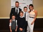 Lindos: David e Victoria Beckham levam os filhos a evento