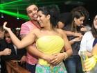 Naldo e Mulher Moranguinho curtem a noite em boate carioca