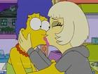 Lady Gaga dá selinho em Marge em episódio especial de 'Os Simpsons'