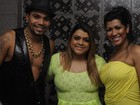 Preta Gil posa com Naldo e Moranguinho em bastidores de show