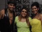 Preta Gil posa com Naldo e Moranguinho em bastidores de show