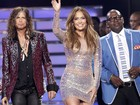 Jennifer Lopez usa vestido curtíssimo na final do 'American Idol'