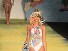 Com inspiração japonesa, Salinas desfila no Fashion Rio