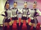 Assistentes de Xuxa reeditam uniforme antigo das paquitas