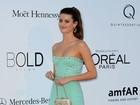 Famosas apostam em decotes, fendas e transparências em Cannes